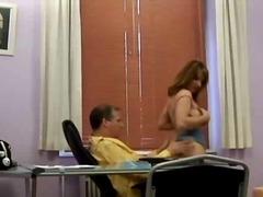 Porno: Klaarkomen Op Het Gezicht, Zaadlozing, Pijpen, Brunette