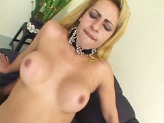 Mutual fuck of blonde tranny & black guy