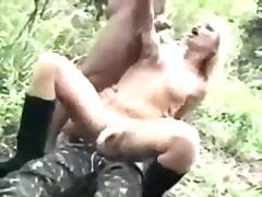 ポルノ: 制服, (性転換してない)ニューハーフ, 野外セックス, 乱交