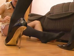 Lucah: Perempuan Mendominasi, Stokin Perempuan, Tumit Tinggi