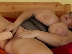 Porno: Dildo, Lodra Sexy, Me Lojëra, Bukuroshet Gjigante