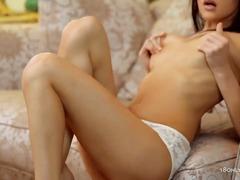 Porno: Ajo Me Kar, Cicëmadhet, Me Gisht, Masturbime
