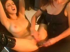 Porn: बड़े स्तन, काले बाल वाली