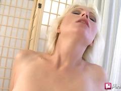 Porno: Piercing, Lesbiennes, Jouets, Brunettes