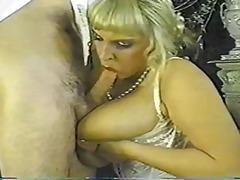 Porno: Yaşlı, Böyük Döşlər, Pornoulduz, Təbii Döşlər