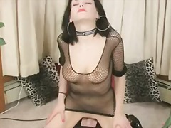 Porn: उन्नत वक्ष, विपरीतलिंगी कपड़े