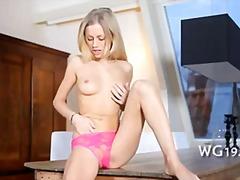 Porno: Lodra Sexy, Me Vibrator, Tinejgjerkat, Masturbime