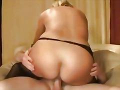 Porn: अधेड़ औरत, पत्नी, नौजवान मर्द संग