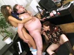 Porno: Masturbándose, Jóvenes, Abuelita , Ménage À Trois