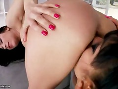 Porn: Լեսբիներ, Սևահեր