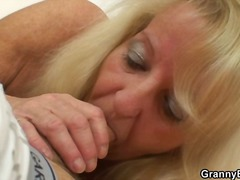 Porn: अधेड़ औरत, पत्नी, बुड्ढी औरत, वास्तविक