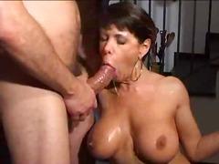Porno: Brunette, Melk, Sex Met Z'n Drieën, Grote Borsten