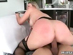 Porno: Bythëmadhet, Penetrim I Dyfishtë, Milf, Lipije Rreth E Rrotull