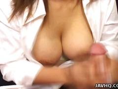 Porn: Velika Rit, Naravne Prsi, Drgnjenje Ob Joške, Velik Kurac