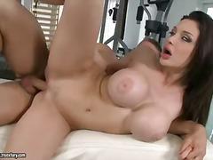 Porn: Rjavolaska, Velik Kurac, Velike Joške, Velika Rit