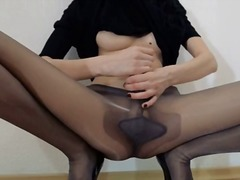 Porn: Rjavolaska, Transvestit, Mrežaste Nogavice, Kosmata Muca