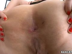 Porno: Bythëmadhet, Bytha, Duke Pozuar, Vithet