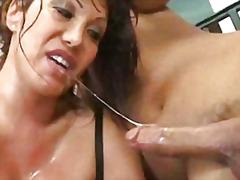 Porno: Kusser, Penetrering, Pornostjerner, Bryster