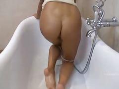 Porno: Bythëmadhet, Masturbime, Duke Pozuar, Bytha