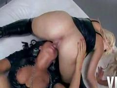 Porno: Brünette, Titten, Vierer, Große Brüste