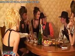 Bold: Aleman, Party, Babae, Kolehiyala