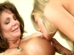 Porno: Lesbietes, Pupi, Masturbācija, Bagātās 40 Gadnieces