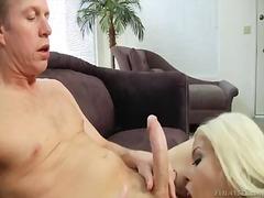 Porno: Dávení Penisem, Velký Prsa