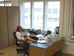 جنس: تجسس, نكاح اليد, كاميرا مخفية, في المكتب