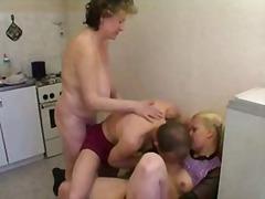 Porno: Femei Mature, In Bucatarie, Mamici, Sex Prima Oara