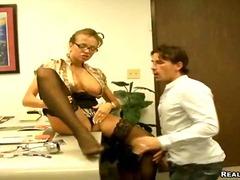 Porno: Uniformas, Lieli Pupi, Pornozvaigznes, Birojā
