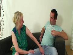 Porno: Mātes, Pusmūža Sievietes, Mammas, Vecmāmiņas