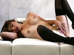 Πορνό: Μελαχρινή, Κάλτσες, Αυνανισμός