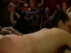 Porno: Mazohisms, Publiskais Sekss, Sasiešana