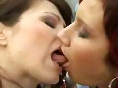 Porno: Lezbi, Iri Döşlü