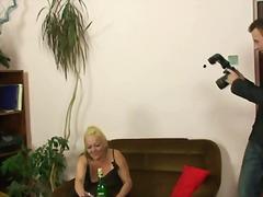 Порно: Чорапи, Блондинки, Милф, Изневяра