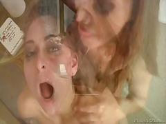 Porno: Trojka, Dávení Penisem