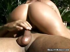 포르노: 큰 엉덩이, 큰 가슴, 음경, 연인