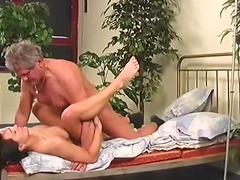 Porno: Putka, Brunetės, Oralinis, Ejakuliacija Į Vidų