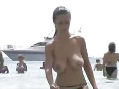 Porr: Nakenhet, Stora Bröst, Strand, Topless