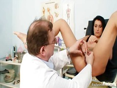 Porno: Gynekologi, Ruskeaverikkö, Beibi, Dildo