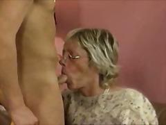 Porno: Grupikas, Vanaema