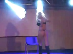 Busty real slut toying for 1000 spectators