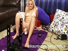 Porn: मां, अधेड़ औरत, नौजवान मर्द संग