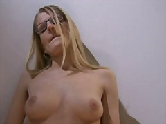 色情: 手操屄, 金发女郎, 手淫, 眼镜女