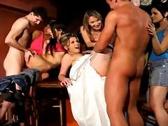 جنس: ذكور, كاسيات, نساء كاسيات ورجال عراه, مجموعات