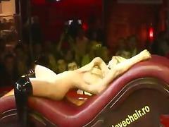 پورن: صورت, سکس در معرض عموم, مو بور, مهمانی