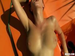 Seks: Nunjukin Toket, Tempat Umum, Cewek, Kemaluan