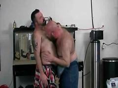 ポルノ: 濃厚キス, 毛深い男 , タトゥー, ソフトコア