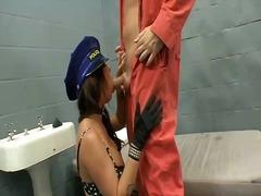 色情: 少女视频, 制服诱惑