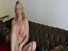 Porn: अधेड़ औरत, पत्नी, मिल्फ़, उन्नत वक्ष